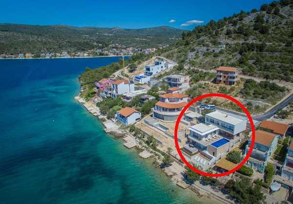 Luxusní vila u moøe s bazénem
