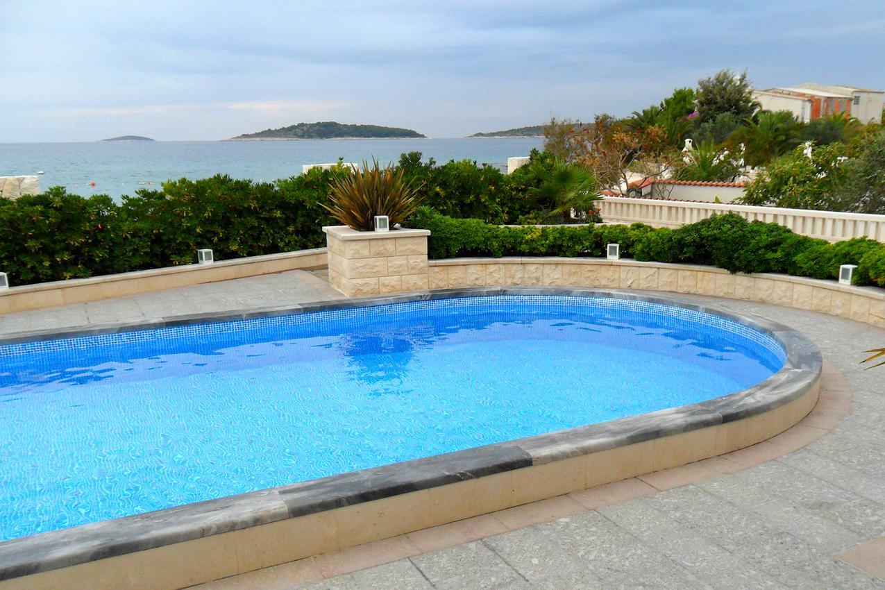 Chorvatsko Rogoznica bazén
