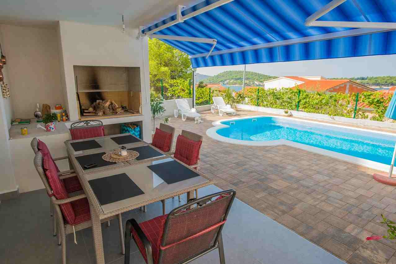 Chorvatsko prázdninové domy s bazénem