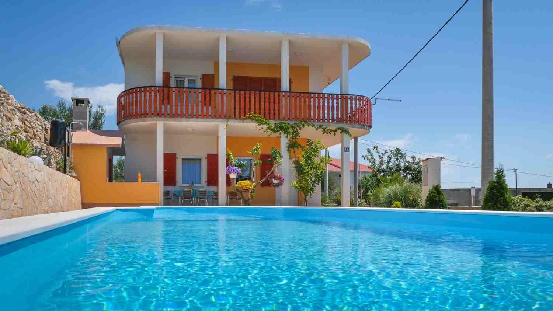 Apartmánové prázdninové domy s bazénem