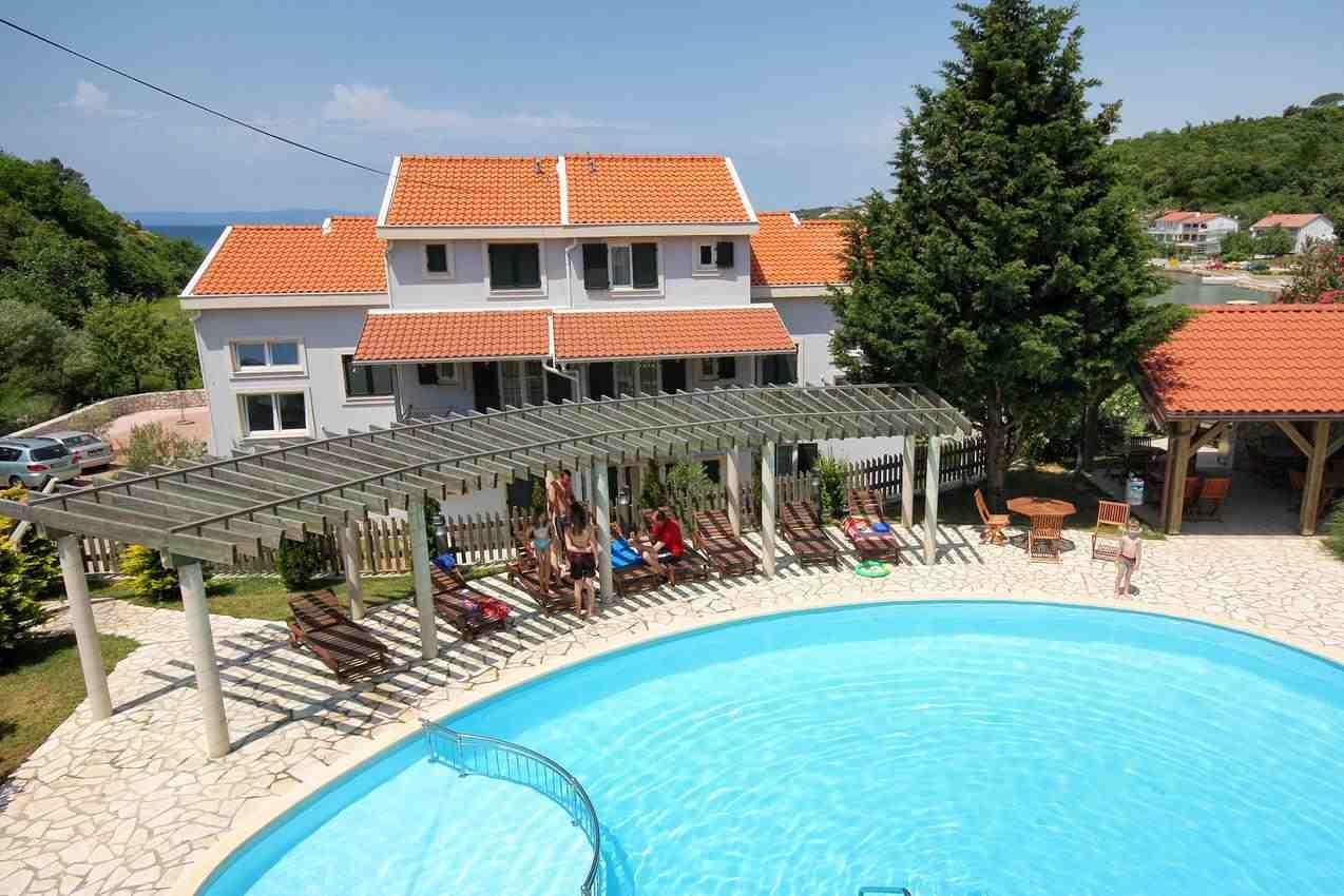 Chorvatsko apartmánové domy s bazénem